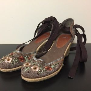 Embroidered espadrilles by MEXX